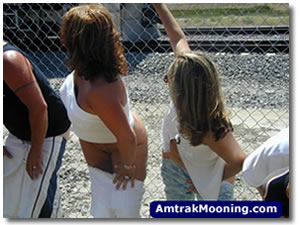 amtrak-mooning-picture-welgemene-fuck-you